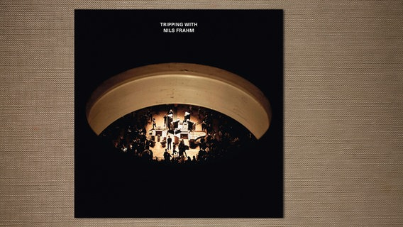 "Nils Frahms Livealbum ""Tripping with Nils Frahm"" (Cover) © Erased Tapes"