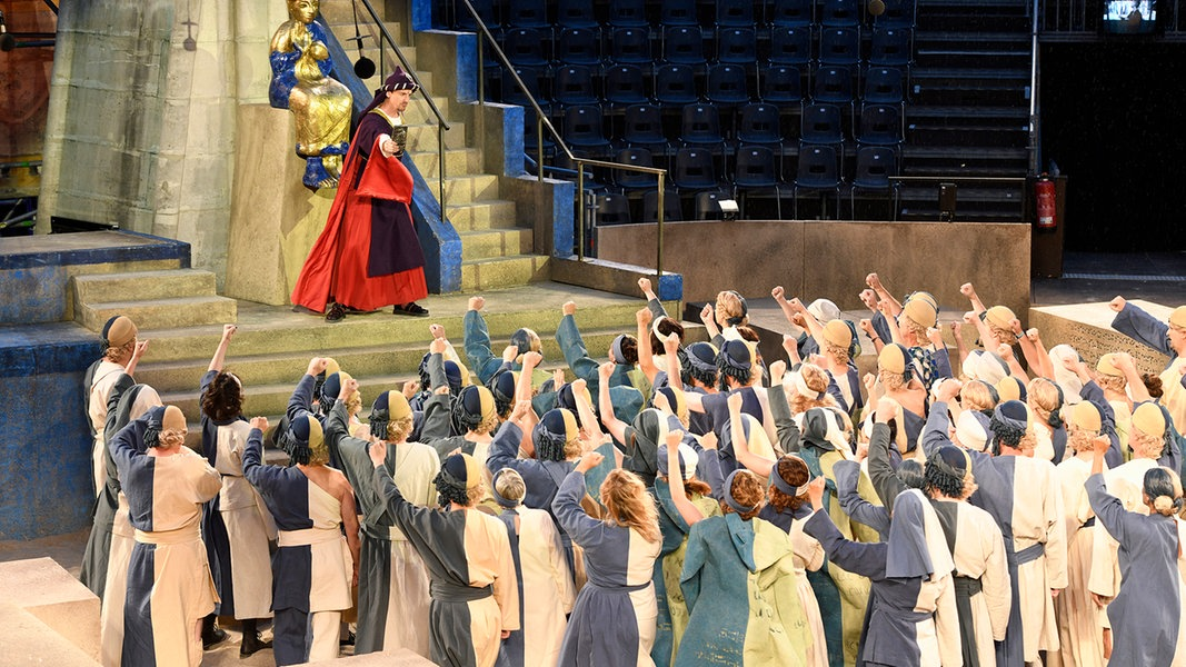 """""""Nabucco"""" in Braunschweig als Ausgrabungsstätte"""