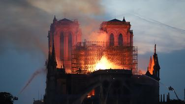 Notre-Dame in Flammen © picture alliance/dpa Foto: Gael Dupret