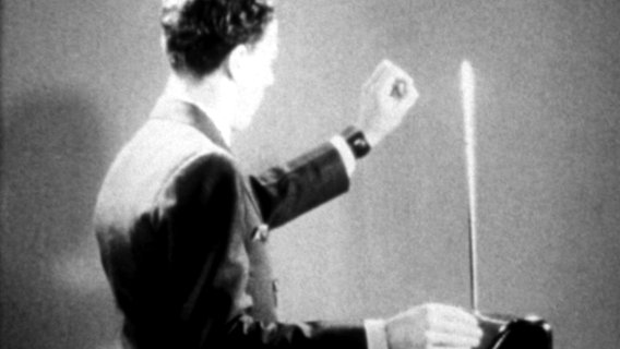 Leon Theremin spielt sein erfundenes Instrument © Orion Pictures Corp/Courtesy E Foto: Orion Pictures Corp/Courte...