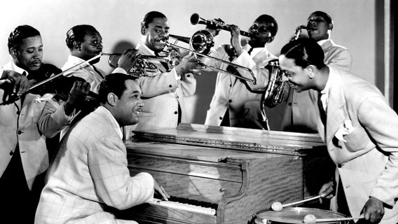 Duke Ellington and his Orchestra, 1943 © Everett Collection