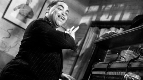 Der amerikanische Jazzmusiker und Entertainer Fats Waller (Archivaufnahme um 1943) © IMAGO / Everett Collection