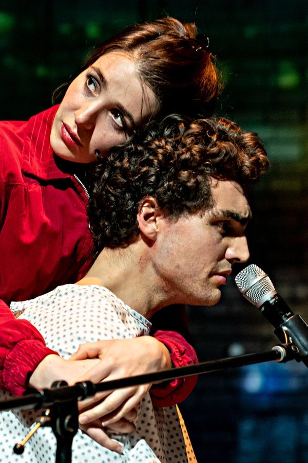 """Vögel"" feiert Premiere am Thalia Theater"
