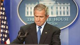 George W. Bush bei einer Rede im Weißen Haus. © dpa - Report Foto: EPA/SHAWN THEW