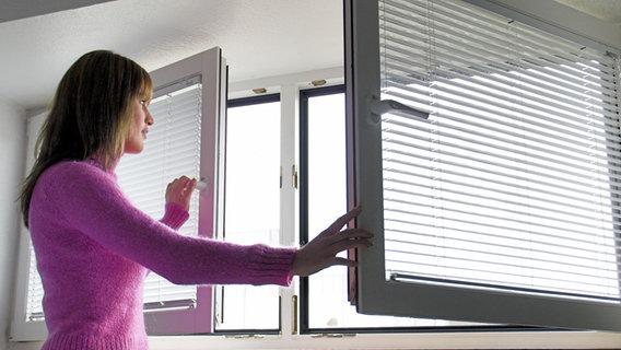 schimmel vorbeugen und bek mpfen ratgeber verbraucher. Black Bedroom Furniture Sets. Home Design Ideas