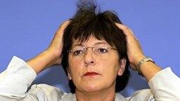 Ministerin Schmidt: 2,4 Milliarden Euro Defizit bei Krankenkassen © picture-alliance / dpa Fotograf: Bernd Settnik
