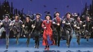 Tanzszene mit Schornsteinfegern im Musical Mary Poppins © Stage Entertainment Fotograf: Stage Entertainment