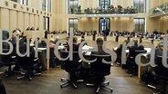 Plenarsaal des Bundesrates. © dpa/Picture Alliance Foto: Bernd Settnik