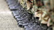 Stiefel von Bundeswehrsoldaten © dpa
