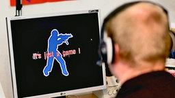 Ein Jugendlicher bei einem Computerspiel © dpa Bildfunk Foto: Patrick Pleul