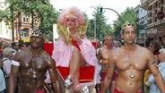 Drag-Queen Olivia Jones beim CSD in Hamburg © dpa