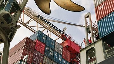 Containerterminal Eurogate in Hamburg © picture-alliance/dpa