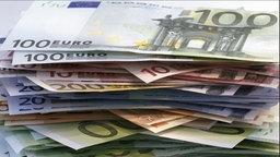 Euro-Scheine © dpa Fotograf: Michael Rosenfeld