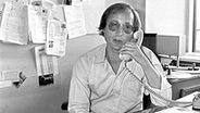 """Stefan Aust, Redakteur des ARD-Magazins """"Panorama"""", am 04.08.1982 in der Redaktion. © dpa-bildarchiv Foto: Cornelia Gus"""