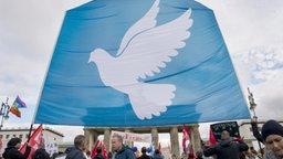 Demonstration für Frieden und Abrüstung © Paul Zinken/dpa Fotograf: Paul Zinken/dpa