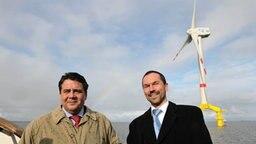 Sigmar Gabriel (SPD) und Heiko Ross (rechts) © dpa Foto: Carmen Jaspersen