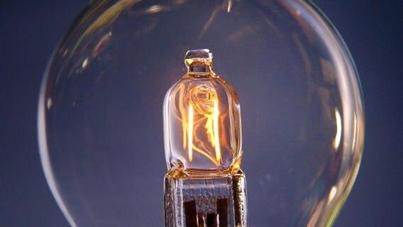 LED und Energiesparlampe ersetzen die Glühbirne | NDR de