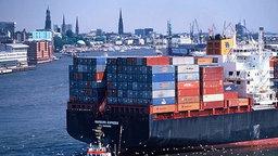 Containerschiff im Hamburger Hafen © Hafen Hamburg Marketing e.V./ Hettchen