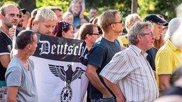 Demonstration der NPD in Heidenau gegen Asylunterkunft © picture alliance / dpa Foto: Marko Förster