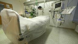 Leeres Bett auf einer Intensivstation © picture alliance / Ulrich Baumga Foto: picture alliance / Ulrich Baumga