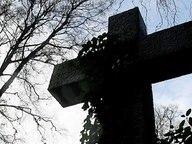 Ein Kreuz auf einem Friedhof © dpa-Bildfunk Fotograf: Maurizio Gambarini
