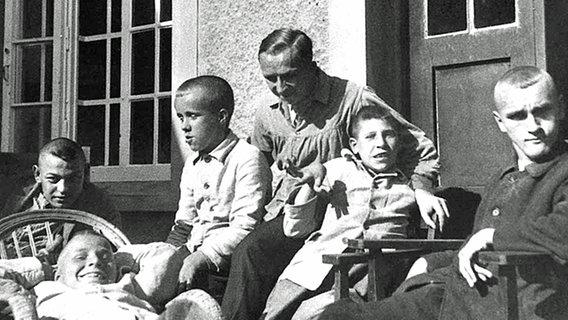Bildergebnis für fotos von der ermordung schwerbehinderter bei den nazis