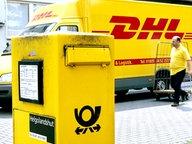 Ein Post-Briefkasten und ein DHL-Lkw © dpa-Fotoreport Foto: Roland Weihrauch