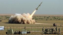 Raketentest der Revolutionären Garde im Iran im Jahr 2009. © dpa Foto: A2800 epa