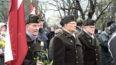 "Memorial Day Latvian Legion ""Waffen SS"" © picture alliance / ZUMAPRESS.com Foto: Victor Lisitsyn"