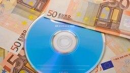 Eine CD mit Steuer-Daten könnte dem Fiskus Millionen einbringen. © dpa Foto: Eibner-Pressefoto