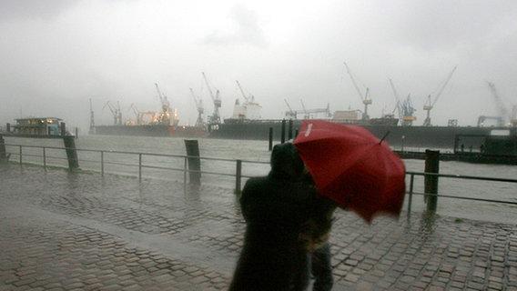 Sturm und Regen ziehen über den Norden
