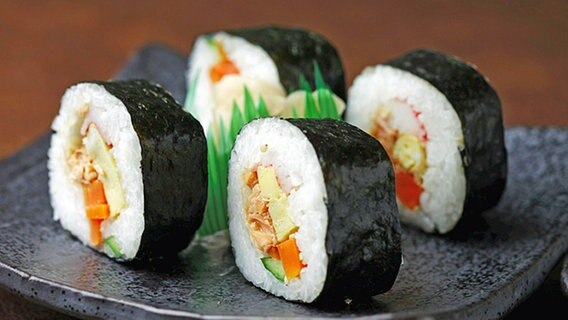 Sushi-Rollen © picture-alliance/dpa
