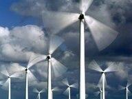 Mehrere Windräder stehen nebeneinander. © dpa Foto: Ingo Wagner
