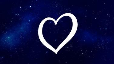 Ein Herz vor einem Sternenhimmel. © istockphoto Foto: kevron2001