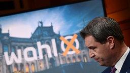 Markus Söder (CSU), Ministerpräsident von Bayern, steht im ARD-Wahlstudio im Landtag. © dpa Foto: Peter Kneffel