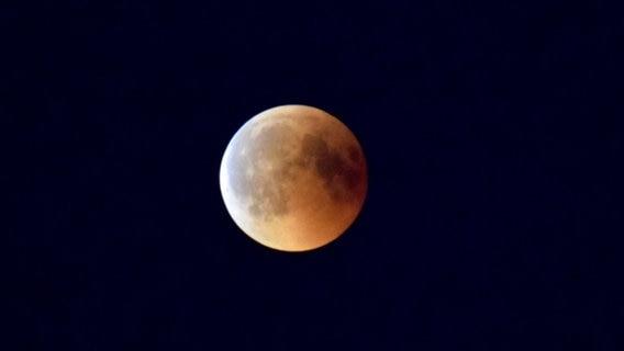 Mondfinsternis Niedersachsen Schaut Zum Blutmond Ndrde