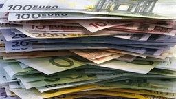 Euro-Scheine © dpa Foto: Michael Rosenfeld