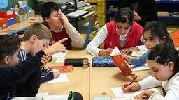 Schulkinder einer vierten Klasse © dpa Foto: Franz-Peter Tschauner