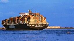 Containerschiff © picture-alliance / HB-Verlag Fotograf: Mike Schröder