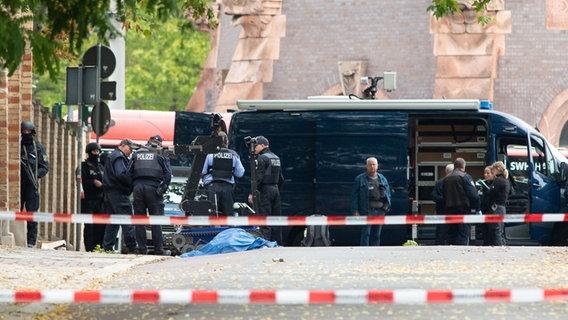 Seehofer über Anschlag in Halle bestürzt: