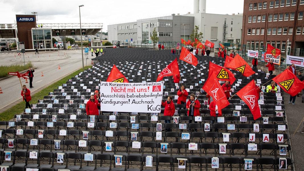 Mit leeren Stühlen gegen den Stellenabbau bei Airbus