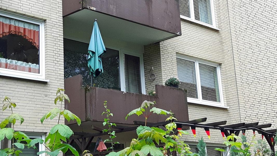nach sturz von balkon mann wom glich gel hmt nachrichten hamburg. Black Bedroom Furniture Sets. Home Design Ideas