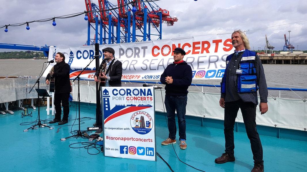 Schiffskonzerte für Seeleute im Hamburger Hafen