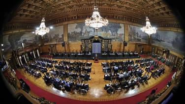 Bei der Sitzung der Hamburgischen Bürgerschaft im Rathaus Hamburg spricht Dirk Kienscherf, Fraktionsvorsitzender der SPD. | picture alliance/dpa