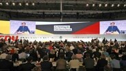 Der CDU-Bundesparteitag in den Hamburger Messehallen. © dpa-Picture-alliance Foto: Christian Charisius
