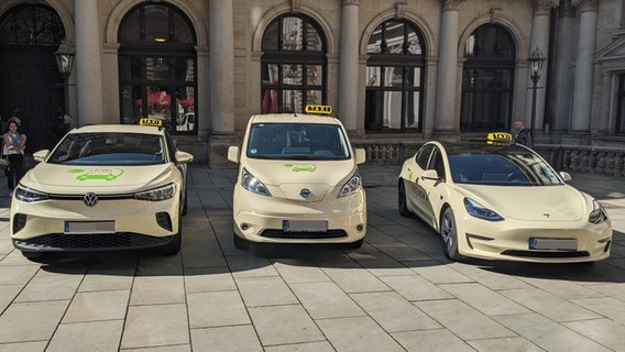 There are three different e-taxis in Hamburg.  © NDR Photo: Peter Feder