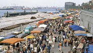 Blick auf den Fischmarkt am Hamburger Hafen © picture alliance/United Archives Foto: United Archives / kpa