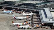 Blick von oben auf den Hamburger Flughafen. © picture alliance / dpa Foto: Axel Heimken