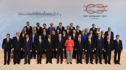Foto aller Teilnehmer beim G20-Gipfel in Hamburg. © dpa Fotograf: Carsten Rehder