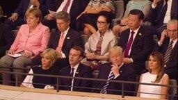 Teile der Delegation beim Konzert in der Elbphilharmonie. © NDR Fotograf: Livestream Weltbild